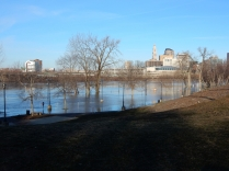 Great River Park's parking lot is under there somewhere.