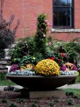Nice little fall garden display.