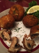 Fried Mushrooms - One of my favorite appetizers. I had to leave some on the plate though.