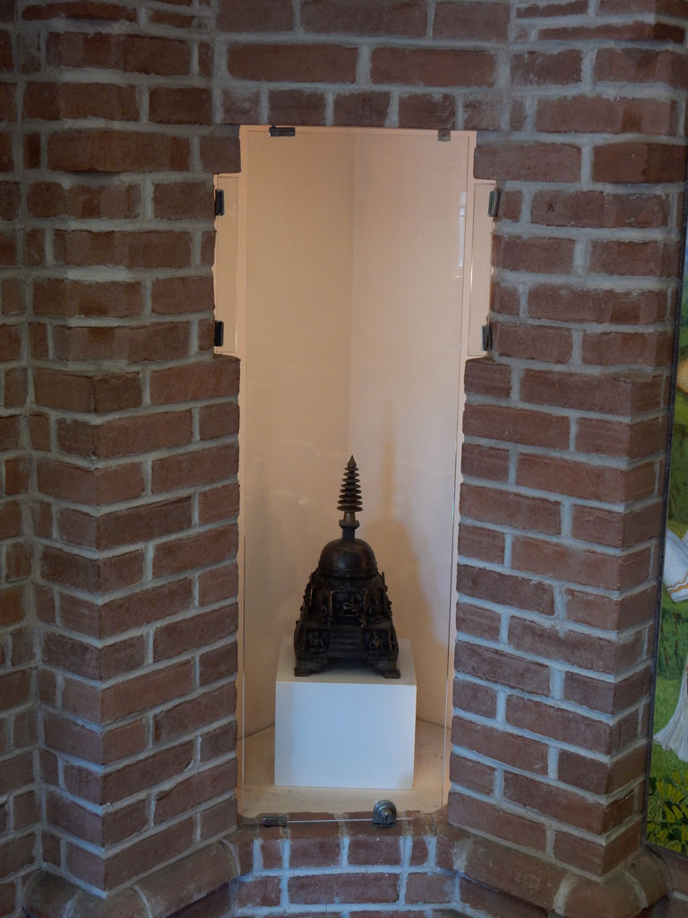 This is a miniture Buddhist stupa. Please see Sharukh's comment for a much better explanation.
