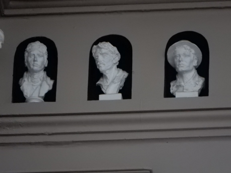 The upper frieze is full of busts of historic figures