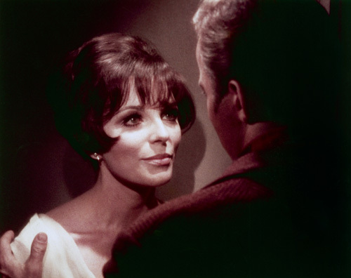 Kirk (William Shatner), Edith Keeler (Joan Collins) 1967