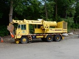A crane that rides the rails - my dream vehicle.