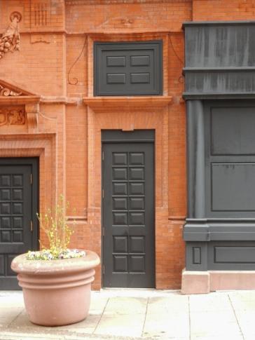 I love the narrow door.