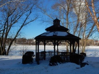 I've spent some time in that gazebo in the summer. Cool breeze off the river and green grass all around.