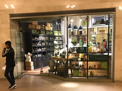 This is the Olive Oil store inside Grand Central Terminal. I did buy some olive oil as a gift for the Editor.