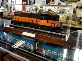 The Milwaukee Road engine's colors are black and orange like the New Haven Railroad.