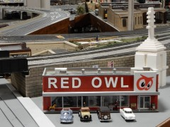 I think Red Owl is a grocery. Maybe some of my midwest friends can confirm.