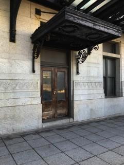 Side door with massive overhang.
