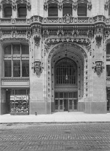 Entrance to the Woolworth Building-New York City-May 18, 1913