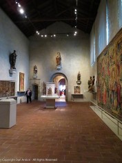 I love the simple displays of a few artifacts and tapestries in each gallery.