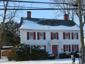 Three bays, 12 over 12 windows. Another member of the Ellsworth clan. Built in 1740.