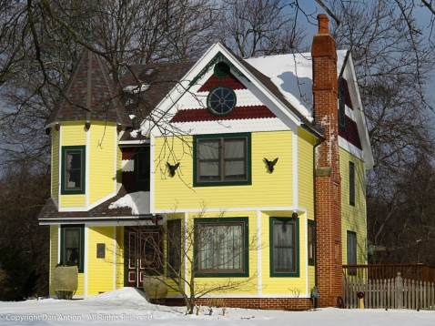 This house sits next to the blue-banded Victorian I shared a few weeks ago.