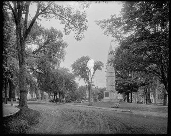 Monument Sq from in front of the Colonial Inn, 1900.