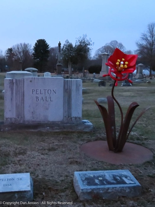 Now, that's a floral decoration for a headstone.