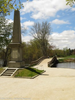 The battle monument at the North Bridge.