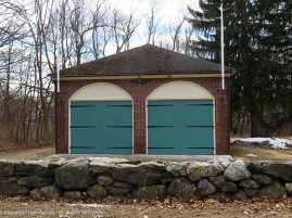 I don' think this was Ralph's garage, but it's nearby and painted the same color.