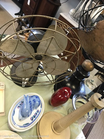 The uncropped version of the antique fan.