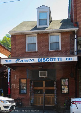 One of our friends in Pittsburgh told us that in the future, we have to stop here for biscotti.