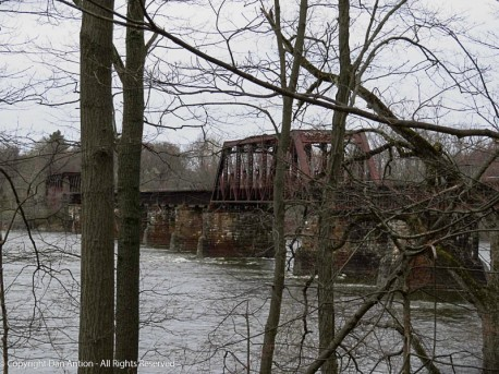 I had to run an errand that took me past my favorite railroad trestle.