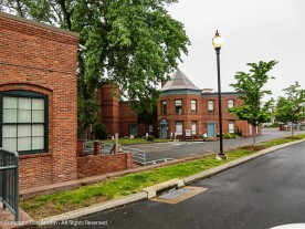 This complex is walking distance from downtown Hartford.