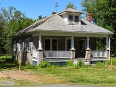 An interesting cottage. I think we are well outside the historic district, but I think this place has lots of potential.
