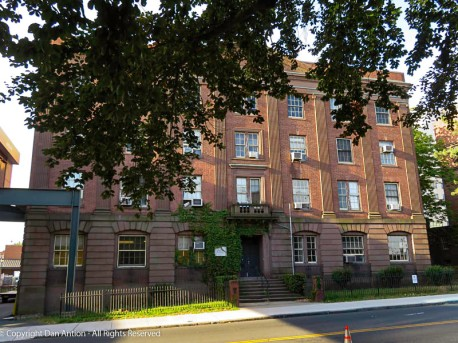 Apartments near Hartford Hospital.