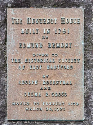 Plaque at the Makers Bemont house.