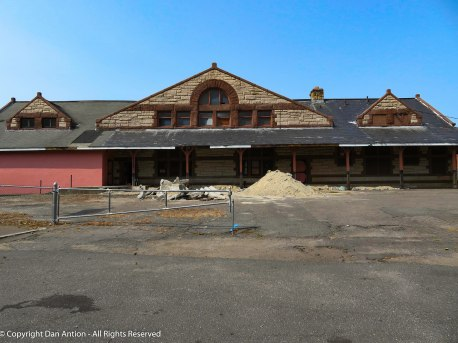 H.H. Richardson build the Connecticut River Railroad Station in 1883. The station is privately owned today, but is being restored.