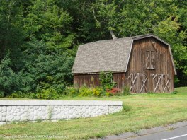 In between Mount Holyoke the mountain and Mount Holyoke College, I passed this barn.