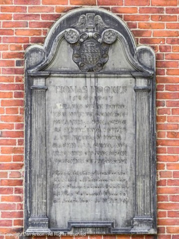 A plaque honoring Thomas Hooker. Hooker is thought to be buried in the Ancient Burial Grounds, but the location of his grave is unknown.