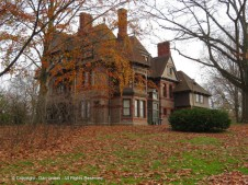 Katharine Seymour Day House - looking southeast from Farmington Ave.
