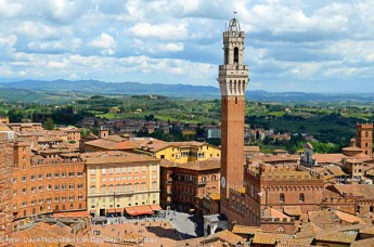 The Torre del Mangia towering above the center of Siena - - Attrib: David McSpadden from Daly City, United States.