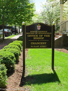 This sign makes me think the northern building is the Chancery office.