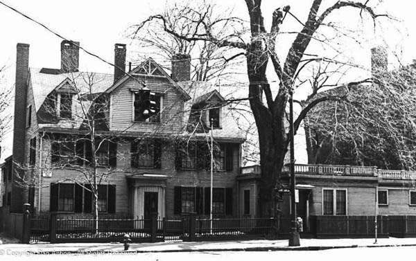 NRHP-Photo - The front of the house in 1971
